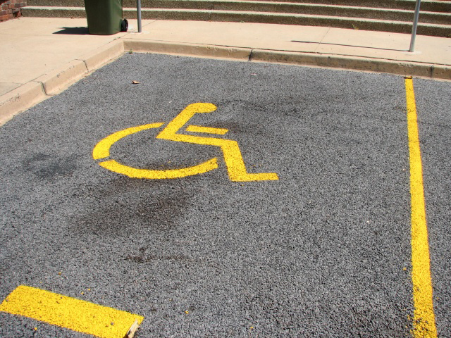 Disabled_parking_place